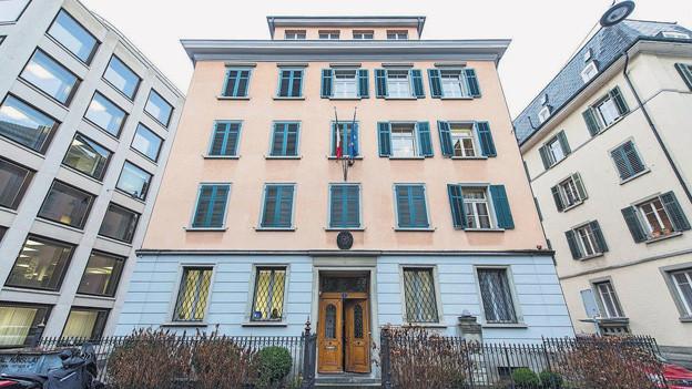 Das ehemalige italienische Konsulat in St. Gallen - das Gebäude soll bald versteigert werden.