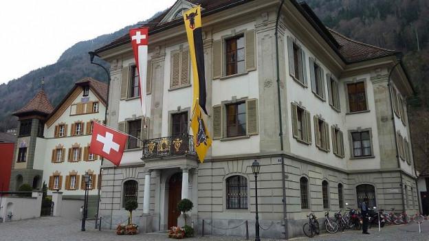 Rathaus in Altdorf: Die Urner Regierung muss Kritik einstecken.