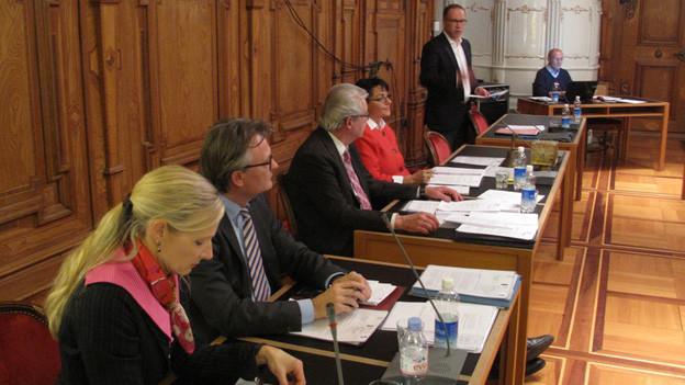 Die Luzerner Stadtregierung will die vom Volk beschlossene Lohnkürzung erst 2016 umsetzen.