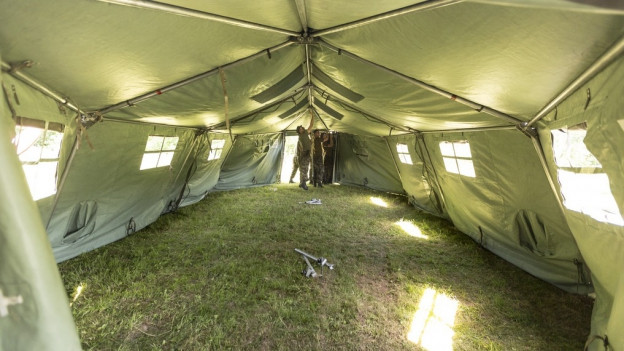 Solche Zelte werden derzeit im Aargau aufgestellt