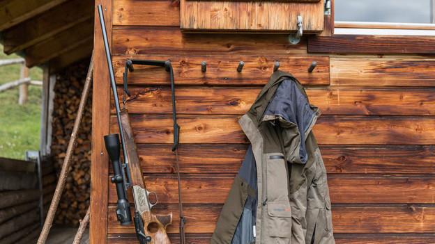 Die Hochjagd im Kanton Graubünden hat begonnen: 5000 Hirsche müssen die Jäger erlegen.
