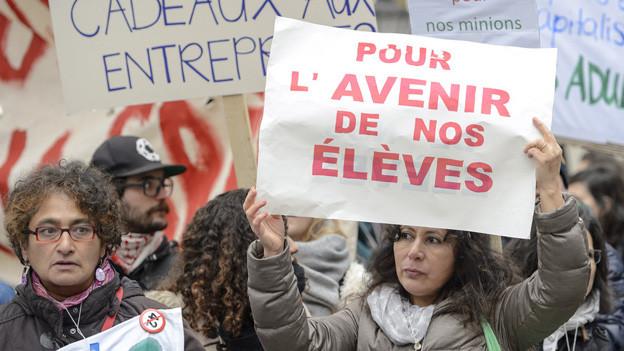 Den dritten Tag in Folge sind die Staatsangestellten in Genf für gute Arbeitsbedingungen auf die Strasse gegangen.