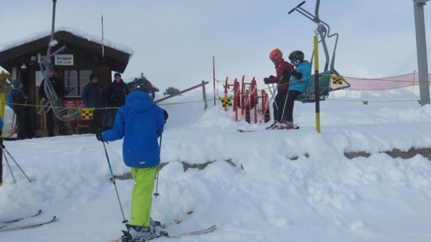 Die alte Zweier-Sesselbahn in Eischoll führt ins Skigebiet Stryggen.