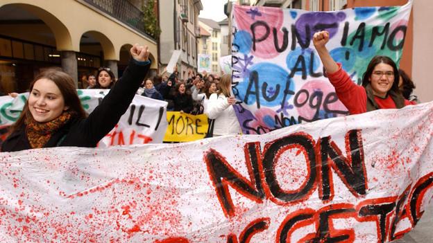 Bereits 2004 haben die Tessiner Schülerinnen und Schüler protestiert - diese Woche war es wieder soweit.