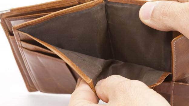 Ein leeres Portemonnaie.