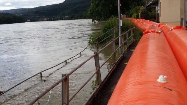 Bei Wallbach im Kanton Aargau wurden Sperren errichtet