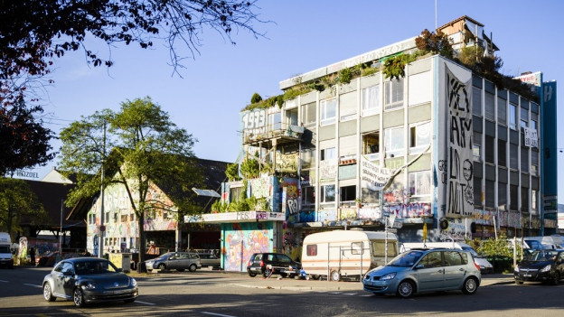 Der Umgang mit dem besetzten Koch-Areal in Zürich ist umstritten