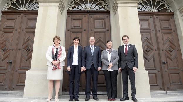 Die Thurgauer Regierung vor dem Regierungsgebäude