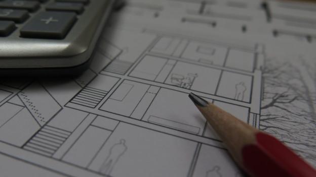 Planskizze verschiedener Liegenschaften und Bleistift