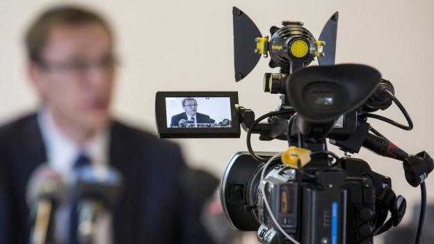 Luzerner Polizeikommandant im Fokus der Kameras.