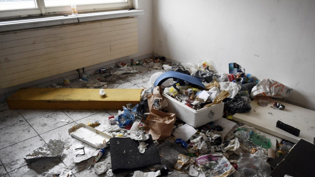 Eine der Wohnungen in den verlotterten Häusern.