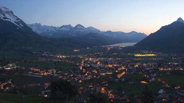 Will der Kanton Schwyz sparen oder Geld für die Sozialhilfe beibehalten?