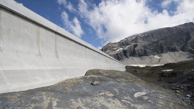 Staumauer des Kraftwerks Linth-Limmern.