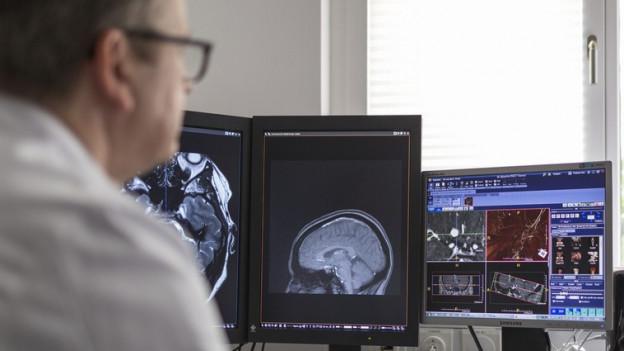 Für ausländische Ärzte wird es schwieriger eine Praxis zu eröffnen.