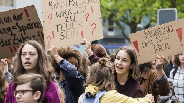 Schüler wehren sich in mehrern Städten gegen Bildungsabbau