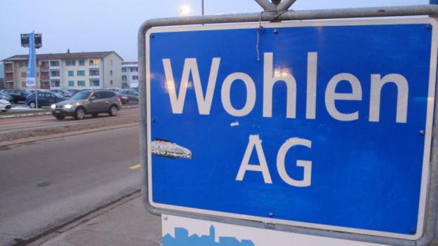 """Blaues Schild mit Aufschrift """"Wohlen AG"""""""