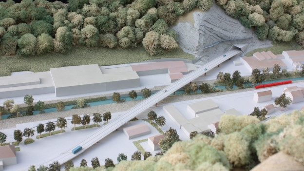 Kernstück der neuen Strasse ist ein Viadukt über das schmale Tal.