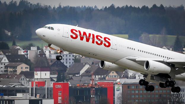 Swiss-Maschine startet in Zürich Kloten.