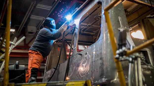 Arbeiter in der SBB-Werkstatt in Bellinzona.