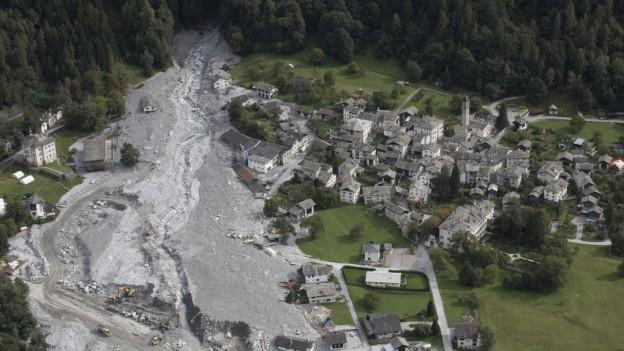 Der Murgang hat ein Teil des Dorfes Bondo zerstört