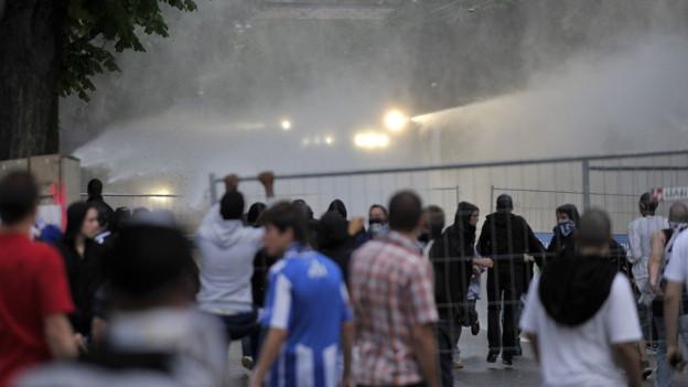 Immer wieder kommte es rund um das Zürcher Letzigrundstadion zu Gewaltszenen