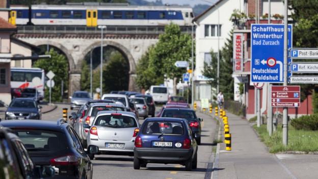 Täglich stauen sich an der Grenze zum Aargau die deutschen Pendler.