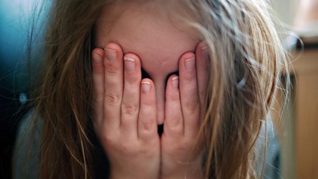 Depressionen und Ängste sind bei Mädchen verbreiteter als bei Knaben.