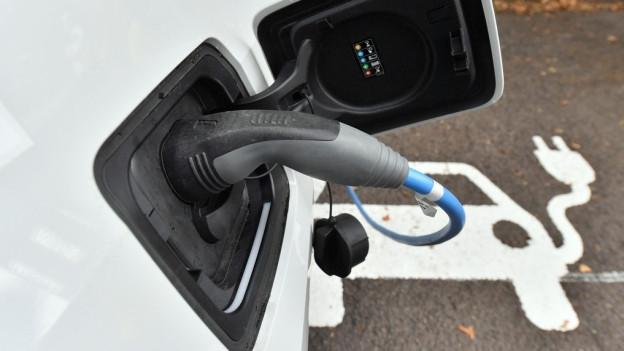 Das gleichzeitige Laden von Elektroautos kann problematisch werden