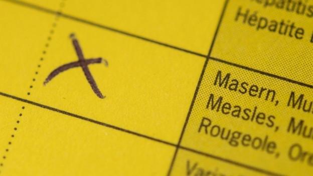 Blick auf einen Impfausweis, auf dem «Masern« zu lesen ist.