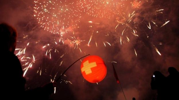 Blick auf ein Feuerwerk am 1. August.