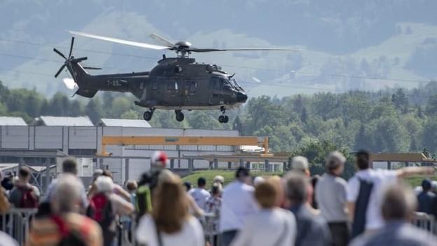 Helikopter bei einem Anlass.