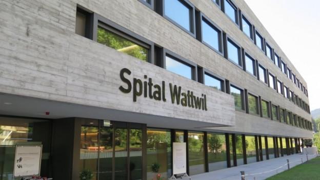 Das Spital Wattwil von aussen.