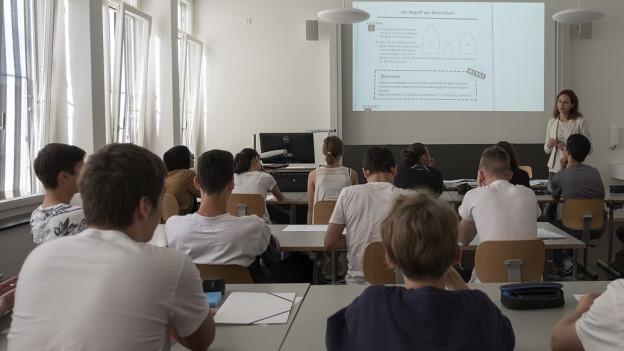 Eine Schulklasse im Schulzimmer