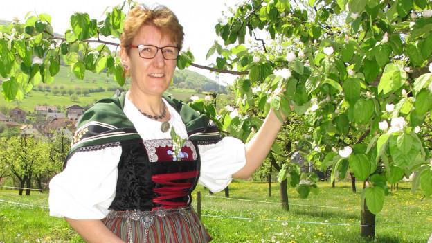 Die Baselbieter Trachtennäherin Marianne Gysin