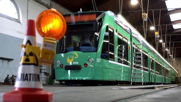 Ein Basler Tram im Depot.