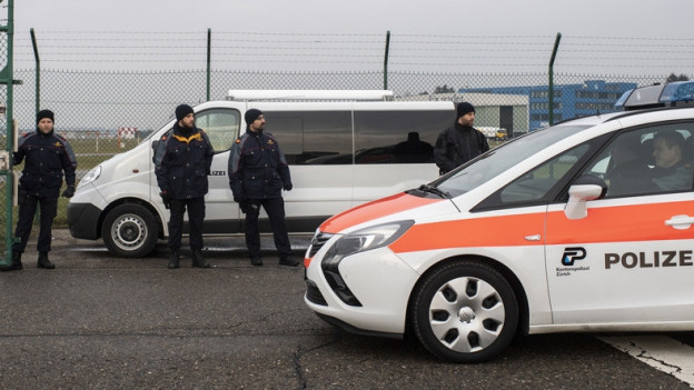 Eine Polizeipatrouille am WEF in Davos