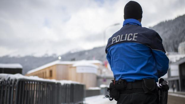 Ein Polizist am WEF 2020 in Davos.