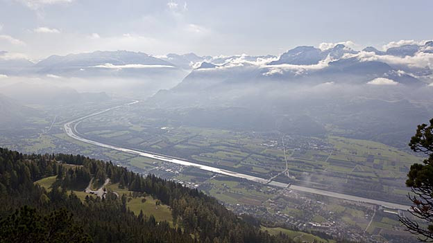 Der Rhein soll künftig mehr Wasser abführen können.