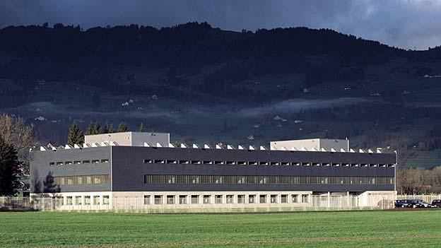 Bild in Lightbox öffnen.  Bildlegende: Bald soll das Gefängnis Altstätten dreimal soviel Platz bieten