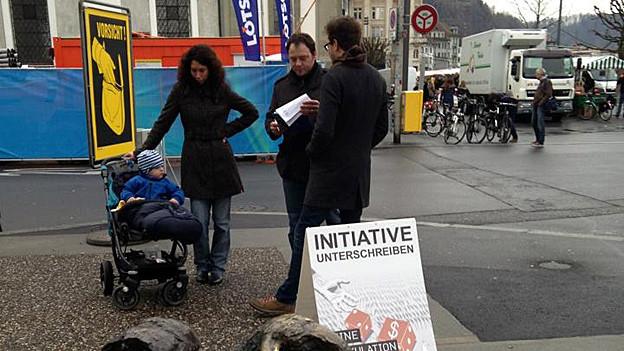 Die Unterschriftensammlung der Juso wie hier in Luzern gilt in St. Gallen  als illegal.