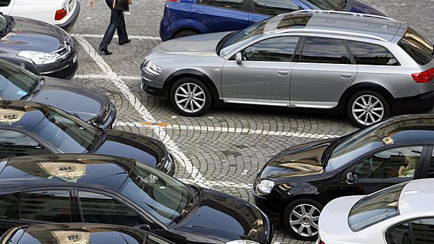 Wohin mit den Autos? In St. Gallen gibt es keinen Konsens.