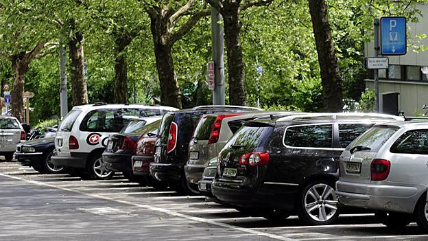 In der Stadt St. Gallen wirft die Parkplatzfrage hohe Wellen.