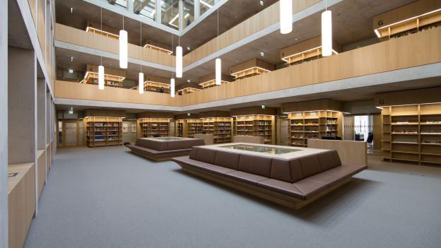 Blick in die Bibliothek der FHS