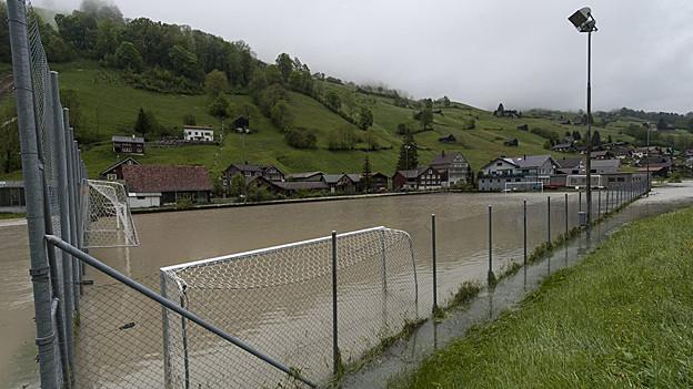 Plätze und Wiesen wurden überschwemmt. So zum Beispiel in Alt St. Johann im Toggenburg.