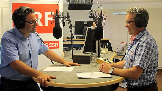 Kommissionsmitglied Ruedi Eberle (r.) im Gespräch mit SRF-Redaktor Thomas Weingart.