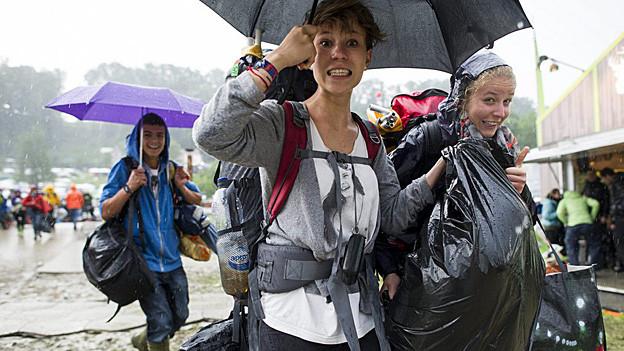 Open Air Besucher im Regen