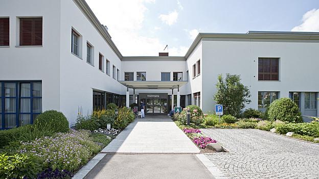 Das Spital Flawil soll laut IHK-Studie geschlossen werden.