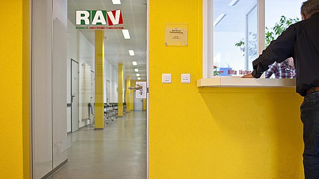 Das Arbeitsvermittlungszentrum gibt Stellensuchenden Geld für Onlineportals.