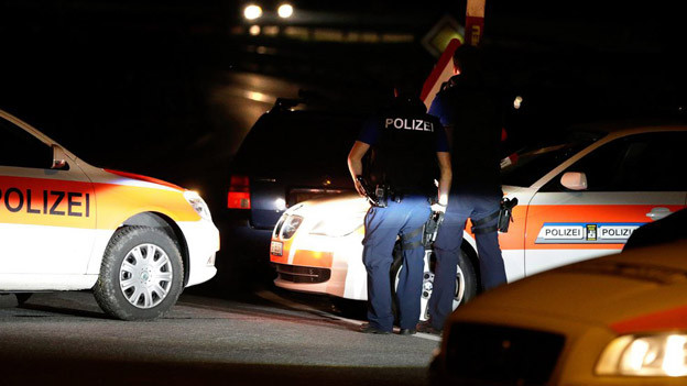 Polizisten während der Geiselnahme in Zizers.