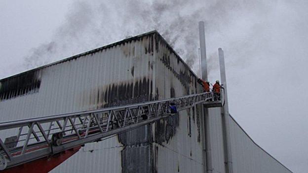 Das Feuer hat hohe Schäden verursacht.